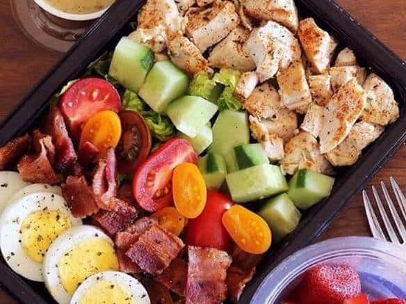 keto-meal-prep-chicken-bacon-salad