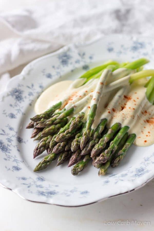 low carb asaparagus with hollandaise sauce