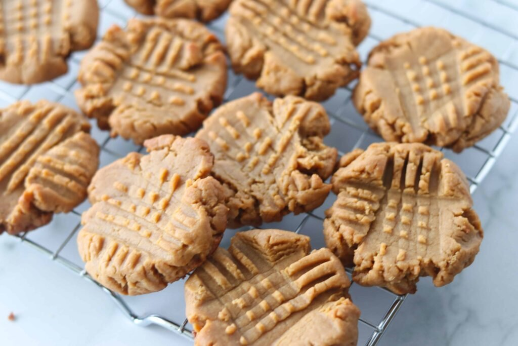 3 ingredient keto peanut butter cookies