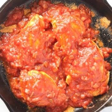 adding salsa to baked chicken salsa