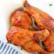 air fryer chicken drumsticks up close after cooking