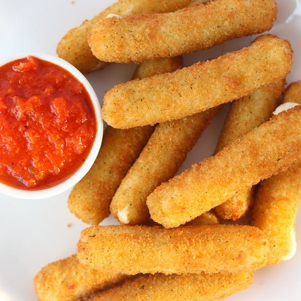 a photo of mozzarella sticks air fryer frozen that have been cooked