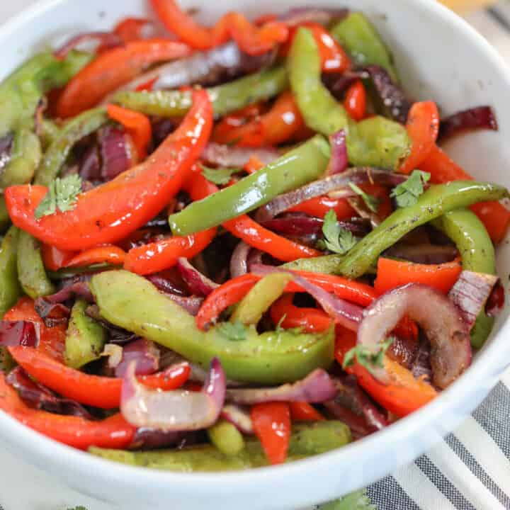 air fryer green peppers mixed with onions ready to serve