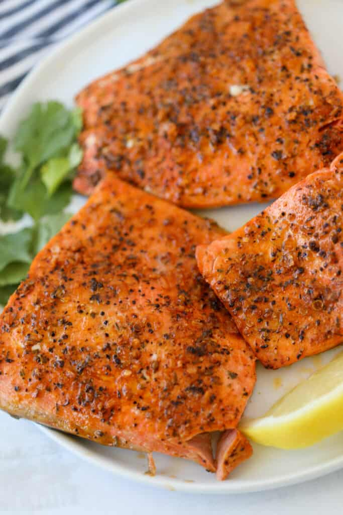frozen salmon air fryer recipe with garlic butter after cooking